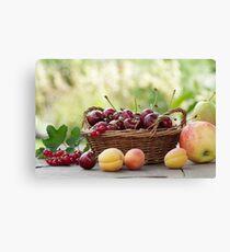 Frische Früchte im Korb Canvas Print