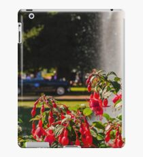 Flowers Fountains And Cars @ Hampton Court Palace iPad Case/Skin