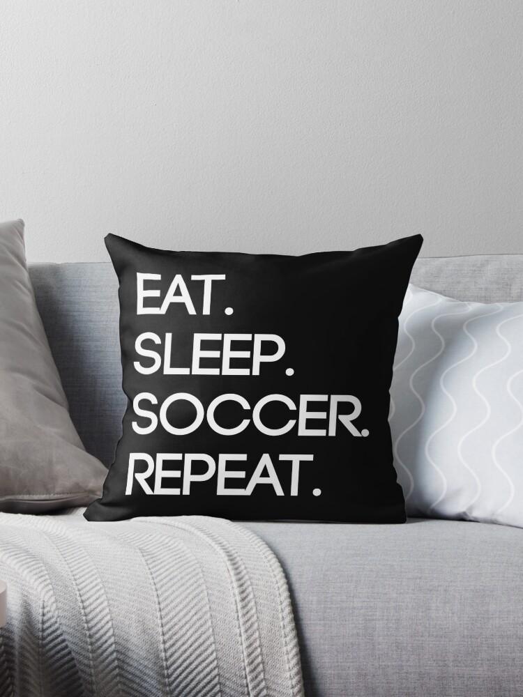Essen. Schlaf. Fußball. Wiederholen von Julia McP