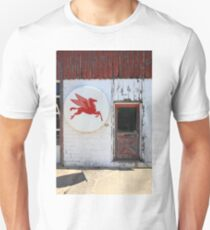 Route 66 - Rusty Mobil Station and Pegasus T-Shirt
