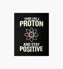 Denken Sie wie ein Proton und bleiben Sie positives Wortspiel-Zitat-Geschenk Galeriedruck