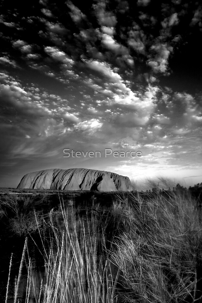 Uluru Weather and Contrast, 19 September 2008 by Steven Pearce