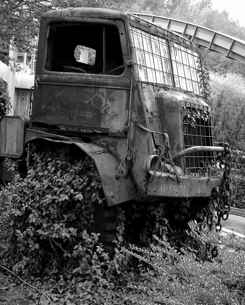 Old Truck... what is the story? by ienemien