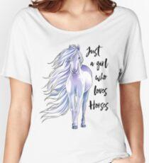 Camiseta ancha para mujer Sólo una niña que ama a los caballos Camiseta A los caballos que compiten con la camiseta Regalos ecuestres para los amantes de los caballos