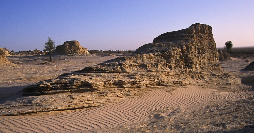 Mungo Cliff Face by daveoh