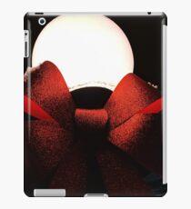 Light Globe on a Snowy Night  iPad Case/Skin