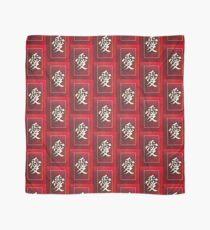 Chinesische Schriftzeichen der LIEBE auf Rot Tuch