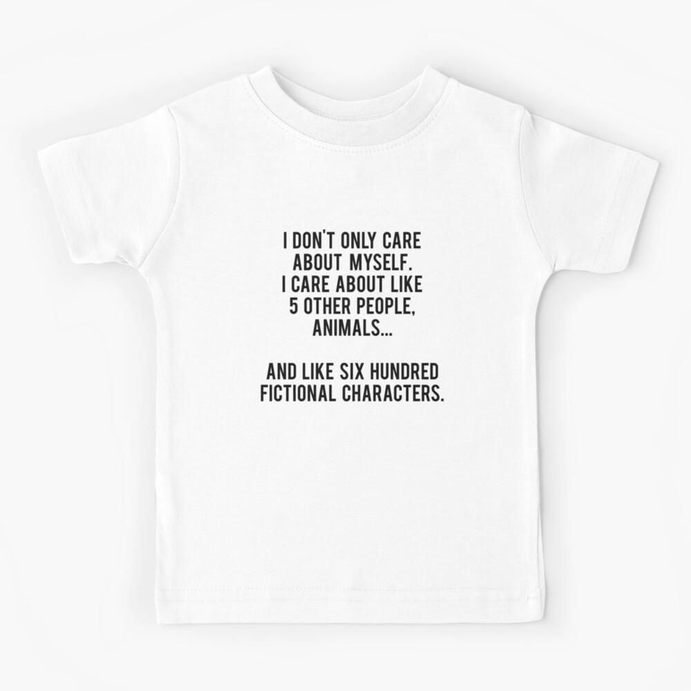 No sólo me preocupo por mí mismo. Me importan como 5 otras personas, animales y como seiscientos personajes de ficción Camiseta para niños