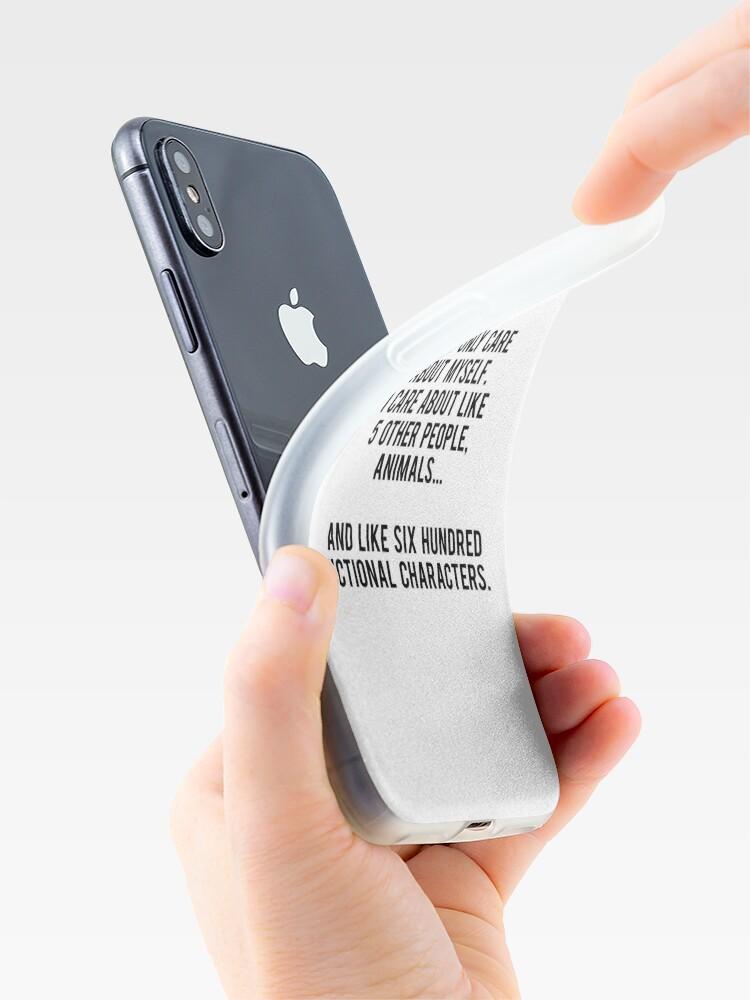 Vista alternativa de Funda y vinilo para iPhone No sólo me preocupo por mí mismo. Me importan como 5 otras personas, animales y como seiscientos personajes de ficción