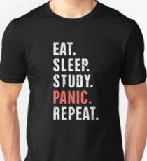 Essen. Schlaf. Studie. Panik. | Lustiges Medizinstudenten-Zitat Slim Fit T-Shirt