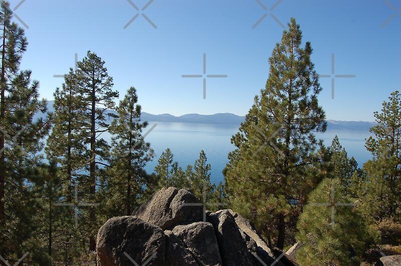 Lake Taho in North California by loiteke