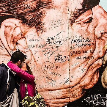 Kiss in the Berlin Wall by frantonino