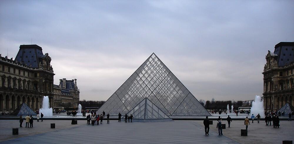 Musee du Louvre by Tarryn Godfrey
