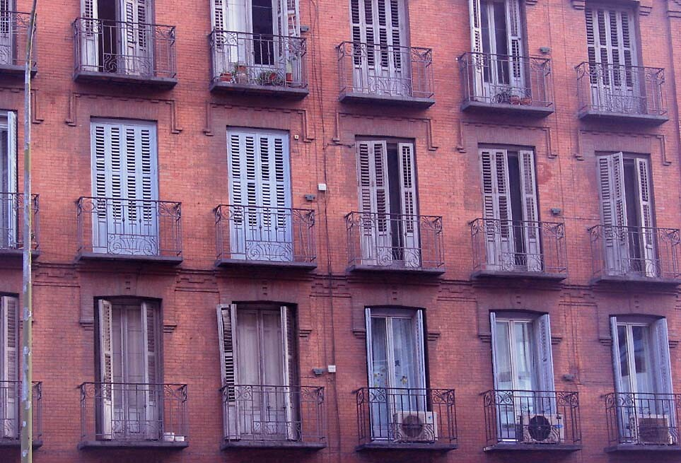apartment building in Madrid by mickpro