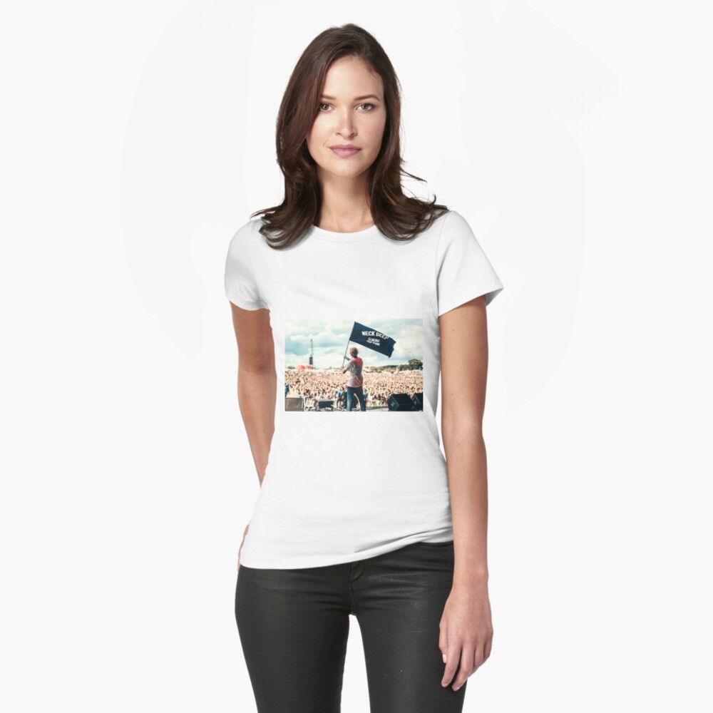 Ben Barlow Neck tiefe Flagge Tailliertes T-Shirt
