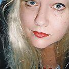 Blondes Selbstporträt von Anthea  Slade