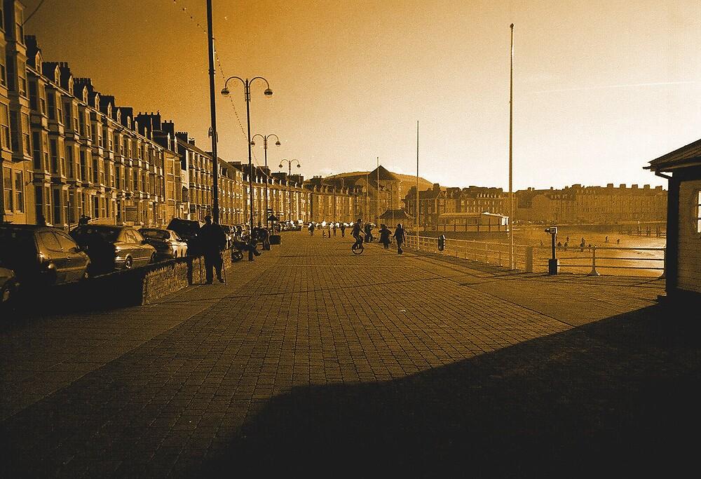evening, aberytwyth promenade. by ipli
