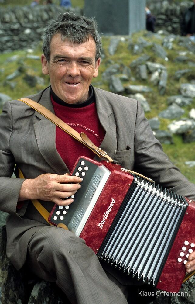 Street musician in Ireland by Klaus Offermann