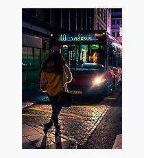 La chica del autobús Photographic Print