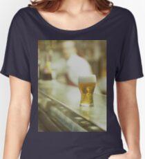 Glas Bier in spanischen Tapas Bar Platz Hasselblad Mittelformat c41 Farbfilm analogen Fotografie Loose Fit T-Shirt