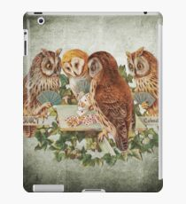 Cool Owls Gambling and Playing Poker on Table iPad Case/Skin
