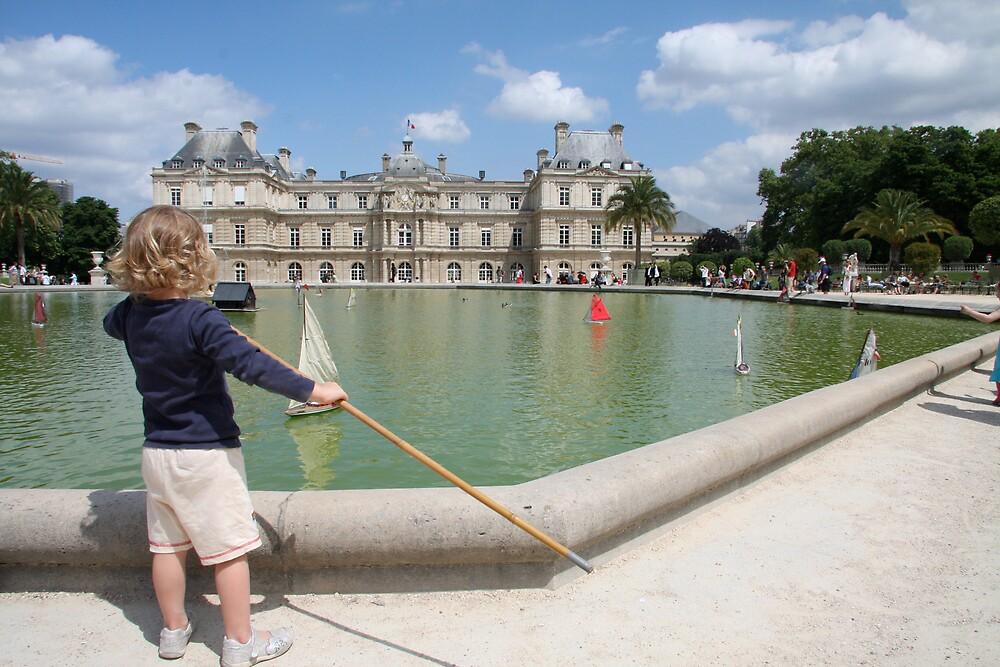 Jardins du Luxembourg sailor by stjc
