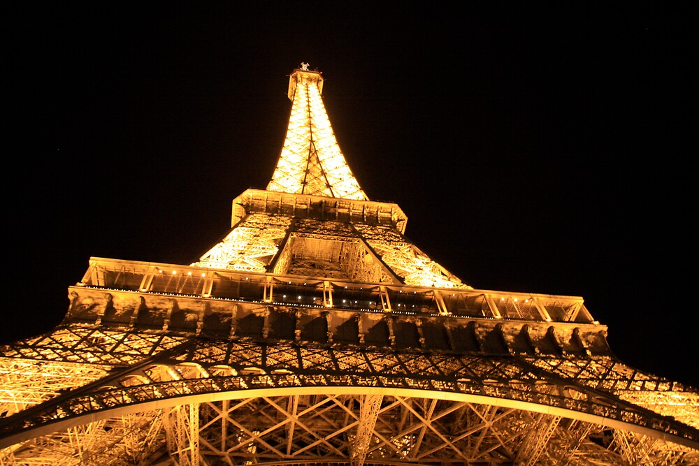 Eiffel Tower at night by stjc