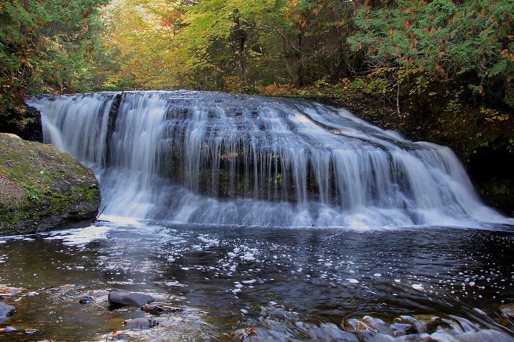lower henderson falls ,NewBrunswick,Canada by freezeguy