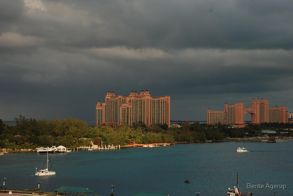 Bad weather on Nassau by Bente Agerup