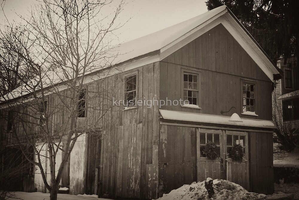 The snow covered Barn by krysleighphoto