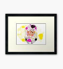 kiss me! Framed Print