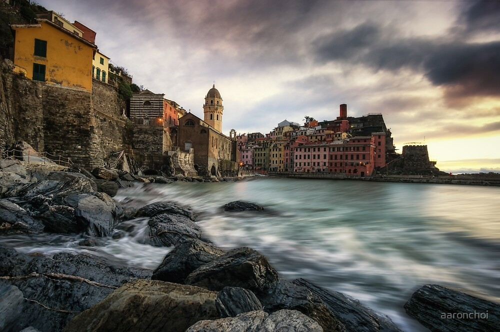 Sunset over Vernazza by aaronchoi