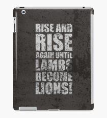 Vinilo o funda para iPad Levántate y levántate de nuevo hasta que los corderos se conviertan en leones - Citas inspiradoras