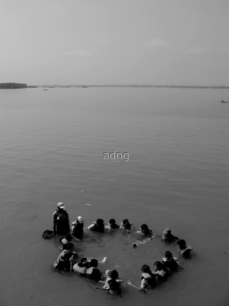 Circle in the Sea by adng