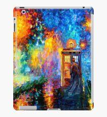 Mysteriöser Mann am schönen Regenbogen-Platz iPad-Hülle & Klebefolie