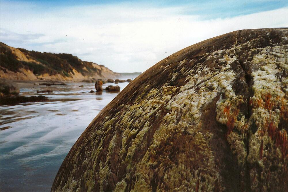 Moeraki Boulders by mstrasse