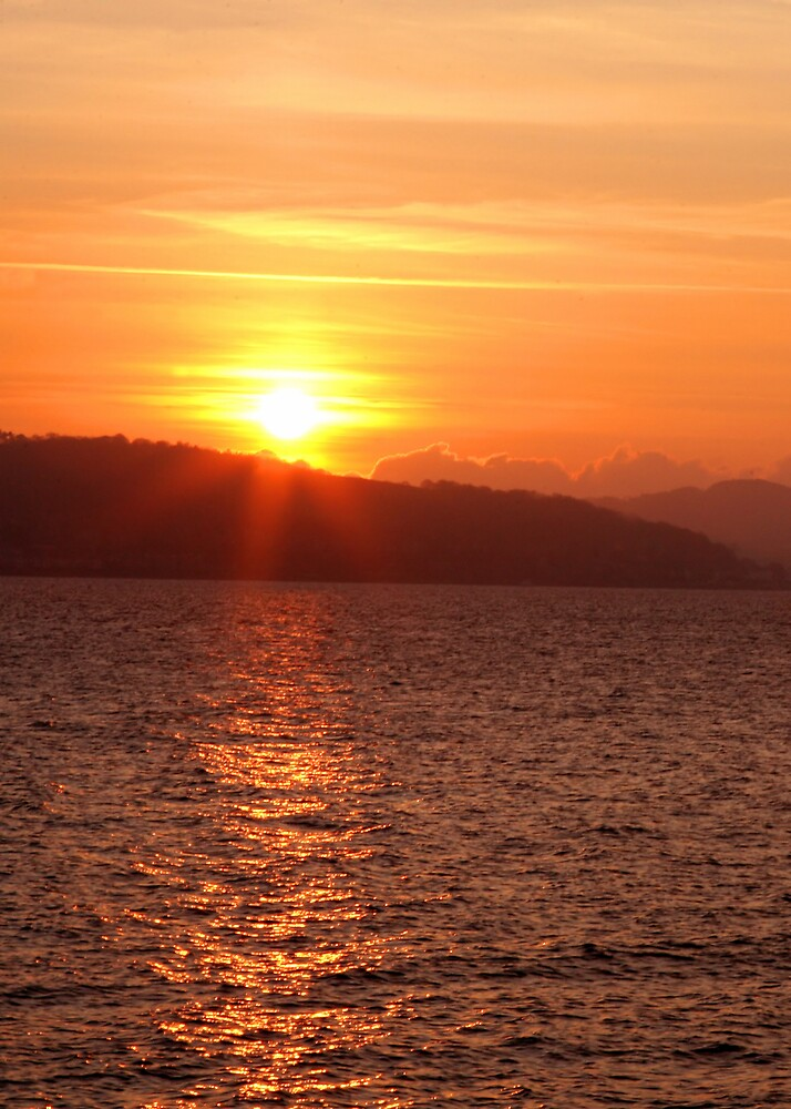 Sunset over Bute by dsargent