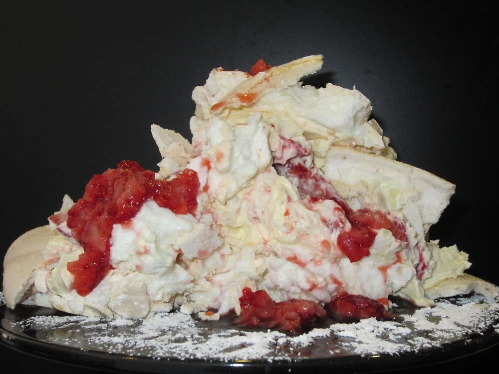Pavlova Mess by v-something