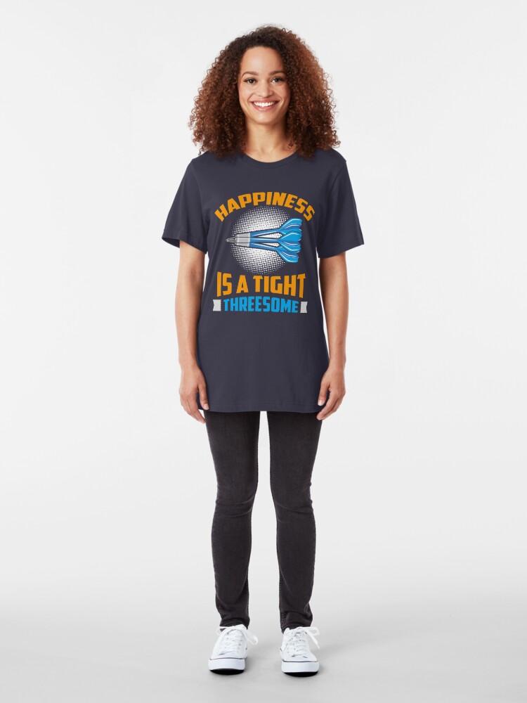 Alternative Ansicht von Happiness Is A Tight Threesome Dart Fun - Funny Dart Player Pun Gift Slim Fit T-Shirt