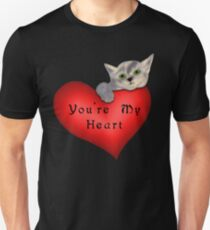 The heart of a green eyed kitty Unisex T-Shirt