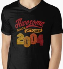 Awesome Since October 2004 Shirt Vintage 14th Birthday Men's V-Neck T-Shirt