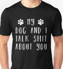 Mein Hund und ich reden Scheiße über dich Slim Fit T-Shirt