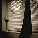 Fenêtre, Robe et petite Fleur by EseffpeArt