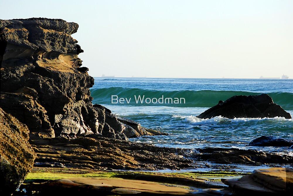 Ocean Splendour - Caves Beach by Bev Woodman