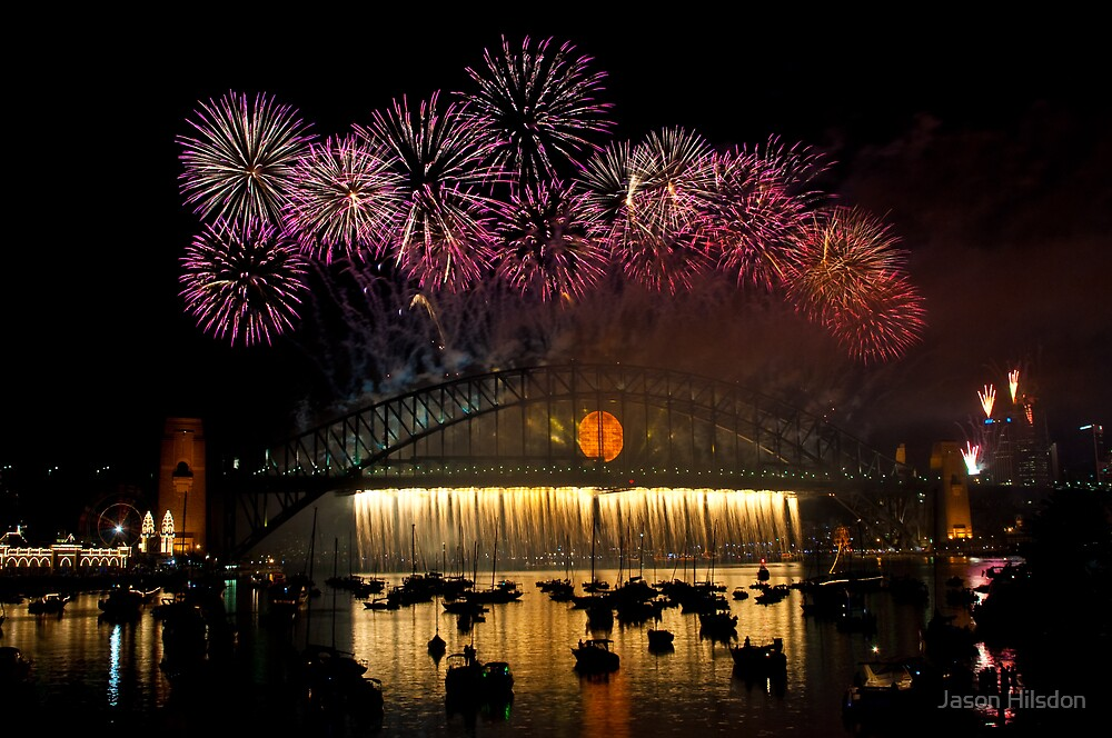 NYE 2008: Midnight Fireworks at McMahons Point by Jason Hilsdon
