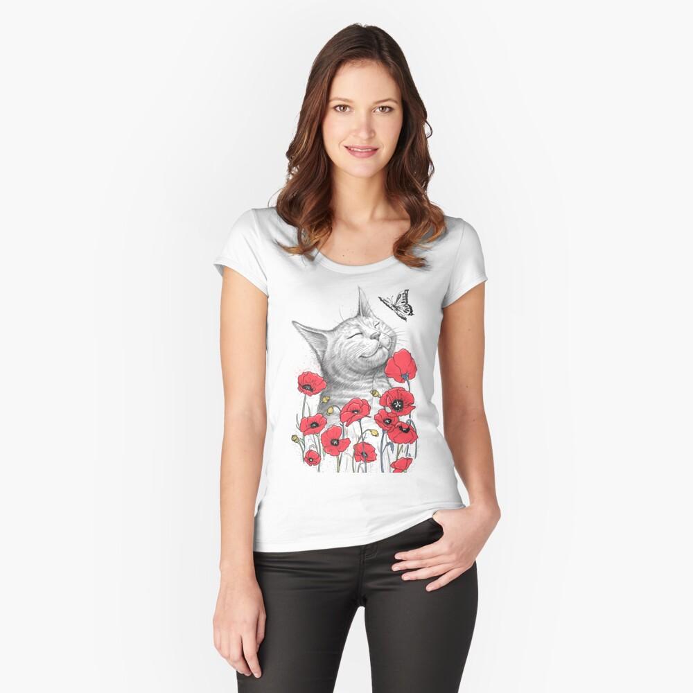 Cat in poppies Tailliertes Rundhals-Shirt