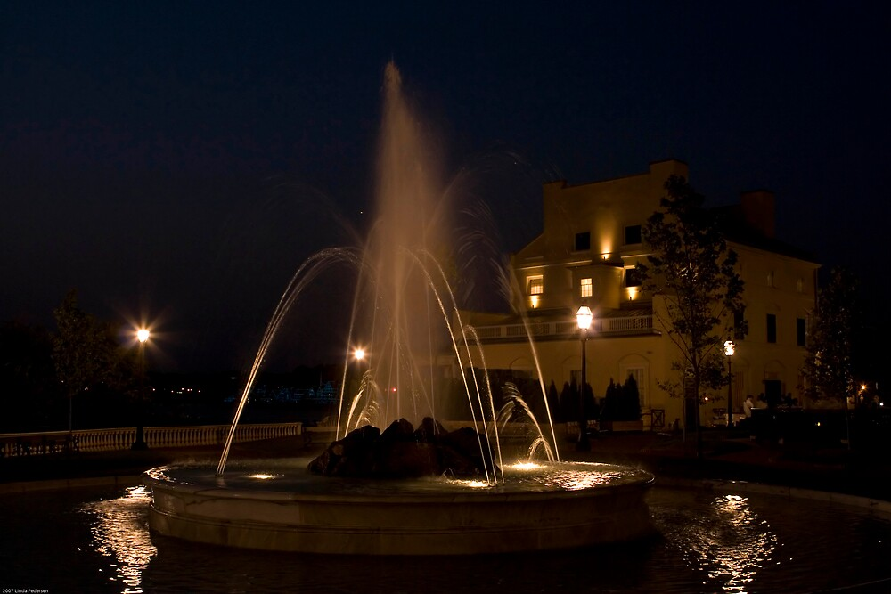 Waterworks Fountain  by Linda  Pedersen