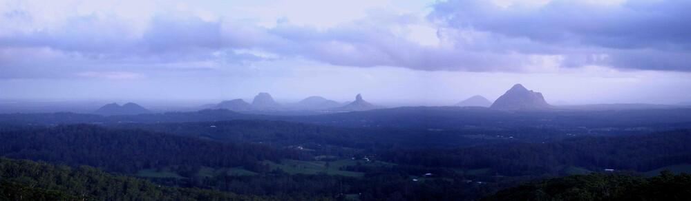 Glasshouse Mountains by kenconolly