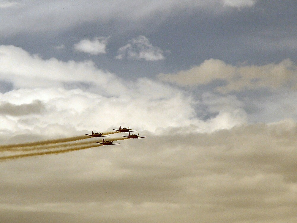 Clouds and planes by lorenbo