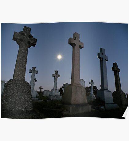 Moonlight in the graveyard Poster